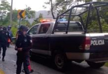 Adolescente que manejaba camioneta cae a un barranco; dos heridos