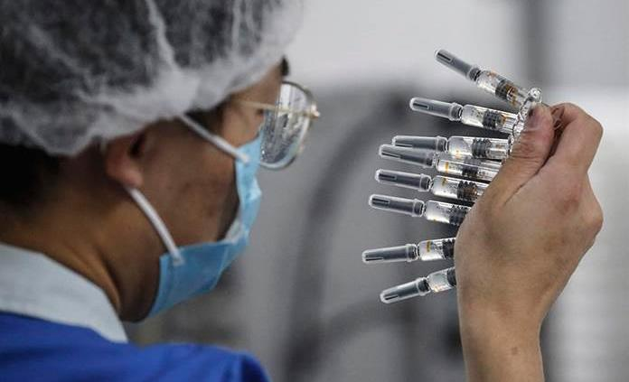 Casi 1 millón de personas ha recibido la vacuna en China, según farmacéutica