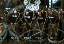 Tailandia intensifica la ofensiva policial y legal contra los manifestantes prodemocracia