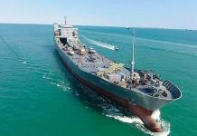 Irán lanza portaaviones