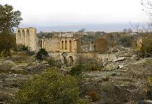Azerbaiyán entra a territorio cedido por fuerzas armenias
