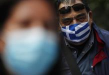 Grecia toma dos clínicas privadas para luchar contra el virus