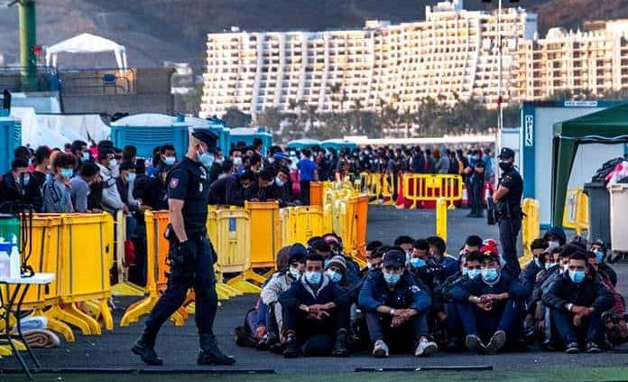 Canarias se resiste a ser la Lesbos del Atlántico