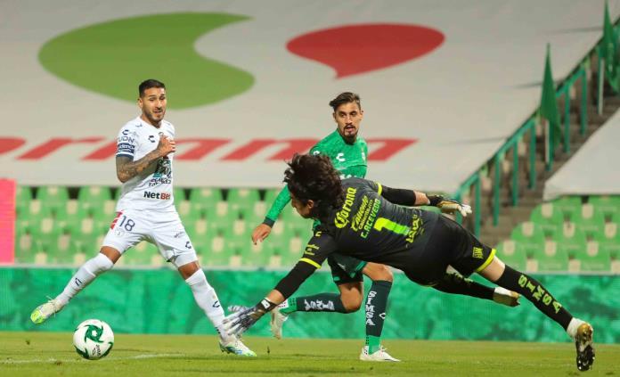 Pachuca vence 3-0 a Santos y avanza a la liguilla