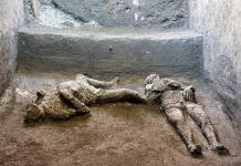 Hallan y reconstruyen en Pompeya dos cuerpos con sus ropas