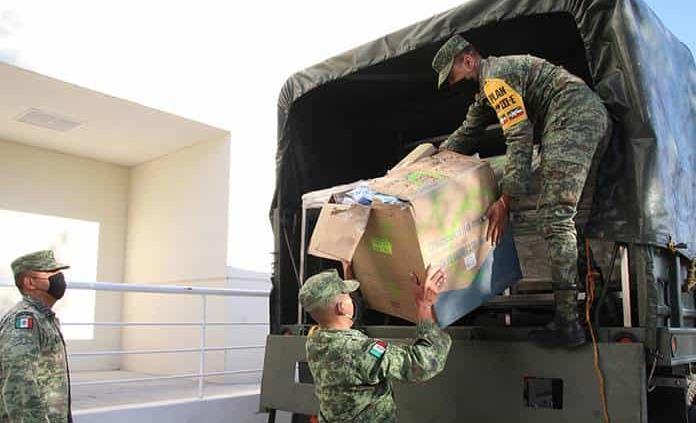 Auxilian militares en llevar medicinas