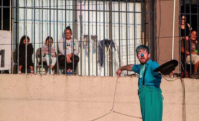 Un circo alegra a niños migrantes en albergue de Tijuana