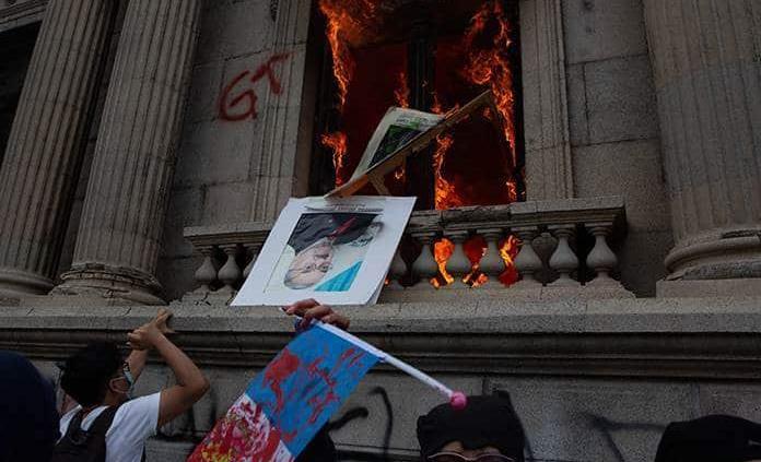 Manifestación en Guatemala se torna violenta