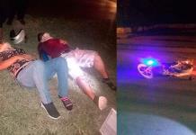 Pareja resulta herida al caer en motocicleta
