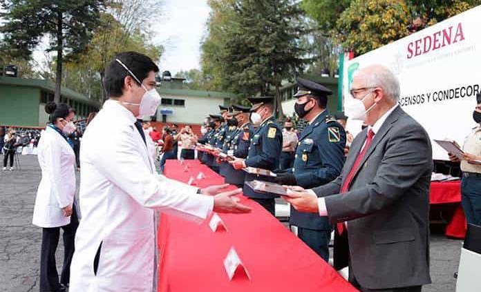 Estado mexicano galardona a 35 trabajadores de la salud del IMSS