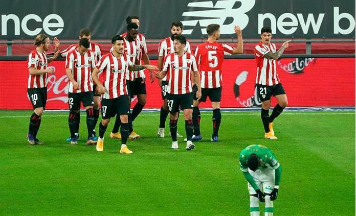 El Athletic golea 4-0 al Betis y se aleja del descenso