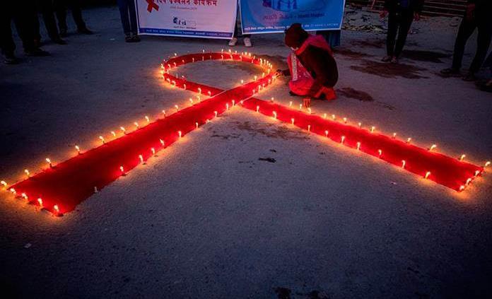 El sida cumple 40 años con casos y muertes a la baja pero lejos de su final