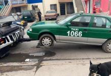 Aseguran taxi abandonado en La Virgen