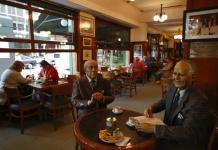 Cafés tradicionales de Buenos Aires pelean por sobrevivir