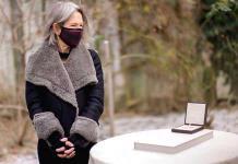 La nobel Louise Glück ensalza la voz íntima del poeta que implica al lector