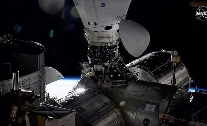 Cápsula tripulada de SpaceX es trasladada con éxito a otro puerto de la EEI