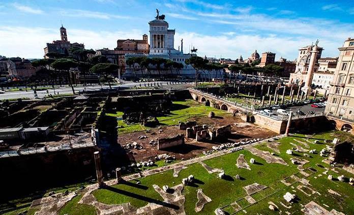 Roma halla un friso y dos cabezas de la era imperial bajo el Foro Trajano