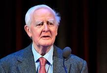 El escritor John Le Carré, creador de novelas de espías, muere a los 89 años en hospital de Inglaterra