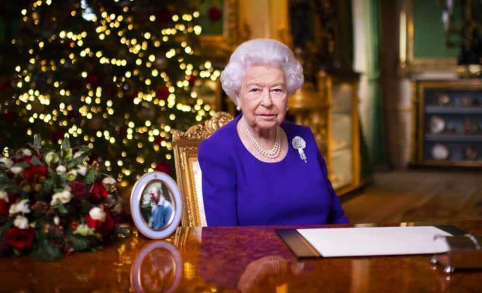 La Reina de Inglaterra recuerda a los afectados por la pandemia