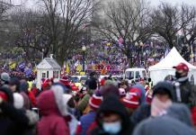 Miles de partidarios de Trump se reúnen para apoyarlo