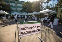 Pide López Obrador denunciar a gandallas que brinquen fila en vacunación