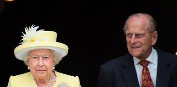 La reina Isabel II y su esposo reciben la vacuna contra la covid
