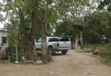 A balazos dañan una camioneta en Valles