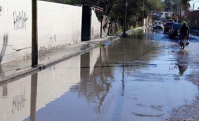 Lluvia colapsó drenajes en SGS