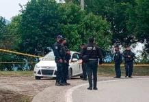 Rafaguean vehículo y matan a dos hombres cerca de Matlapa