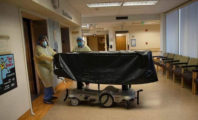 EEUU promedia 3,300 muertes diarias por covid en la última semana tras otro récord