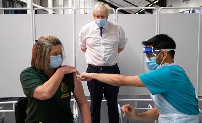 Reino Unido acelerará sus vacunaciones ante cifras alarmantes de covid