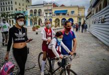 Cuba supera la barrera de los 500 casos diarios