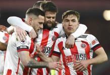 Gobierno pide a jugadores de la Liga Premier no abrazarse