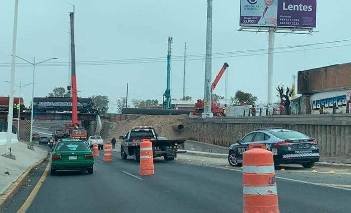 Colocan pilote de cimentación en puente Pemex