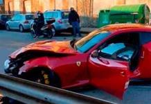 Lavacoches destroza millonario auto de portero de Genoa
