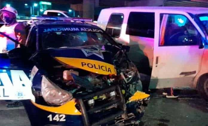 Policías resultan lesionados en accidente vial