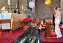 Funcionaria de CDMX, celebra boda en iglesia y difunde fotos