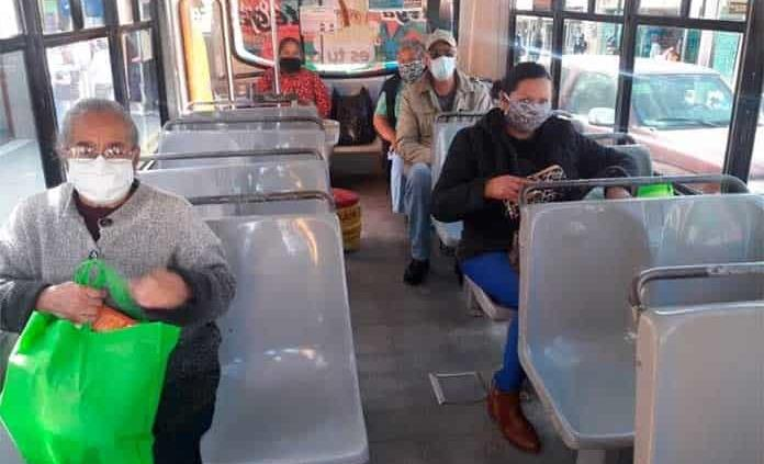 Usuarios de transporte, incumplen protocolos