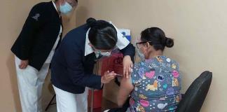Inicia la vacunación a personal de clínicas y hospitales de SLP (FOTOGALERÍA)