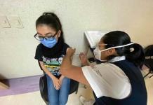 Enfermera del turno nocturno, la primera vacunada en el Hospital General de Soledad