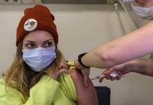 Turquía inicia la vacunación con Sinovac, en medio de dudas de los médicos