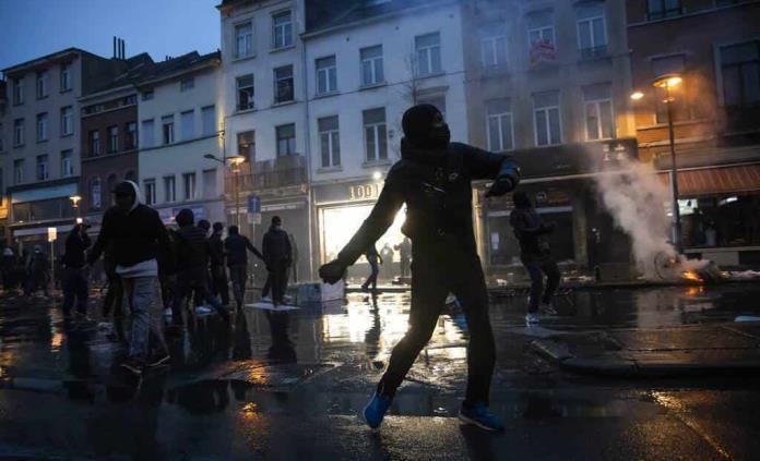 4 detenidos en protesta por muerte de joven en Bruselas