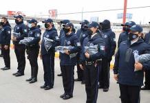 Dan equipo a policías municipales