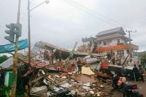 Sismo en Indonesia deja al menos 34 muertos; buscan supervivientes