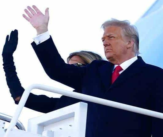 Trump, en su adiós: Estaremos de vuelta de algún modo (FOTOS)