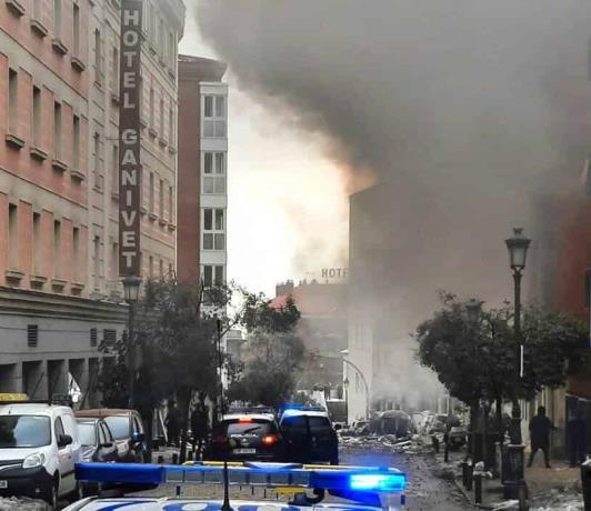 Reportan al menos tres muertos por una explosión en un edificio en el centro de Madrid