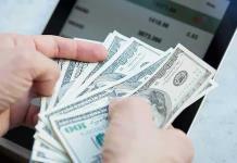 Dólar al menudeo baja 17 centavos y cierra en 21.01 pesos