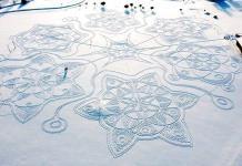 Con pisadas en la nieve crean obra de arte en Finlandia