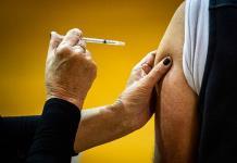 La OMS advierte que las personas vacunadas contra covid pueden contagiar a otras