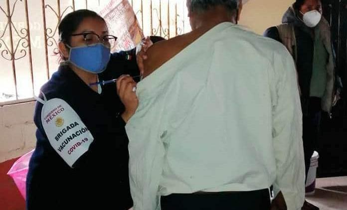 Aplican primera vacuna vs. Covid a adultos mayores